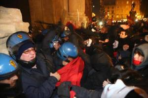 The uprising moves to Bologna and bursts into the city