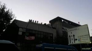 [Live] Police comes to evict the Ex-Telecom building, resistance ensues both inside and outside it!